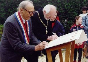 signing-the-charters.jpg